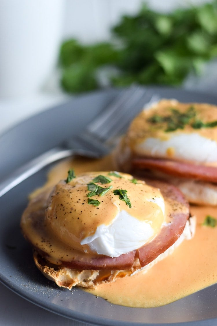 how to cook eggs benedict easy