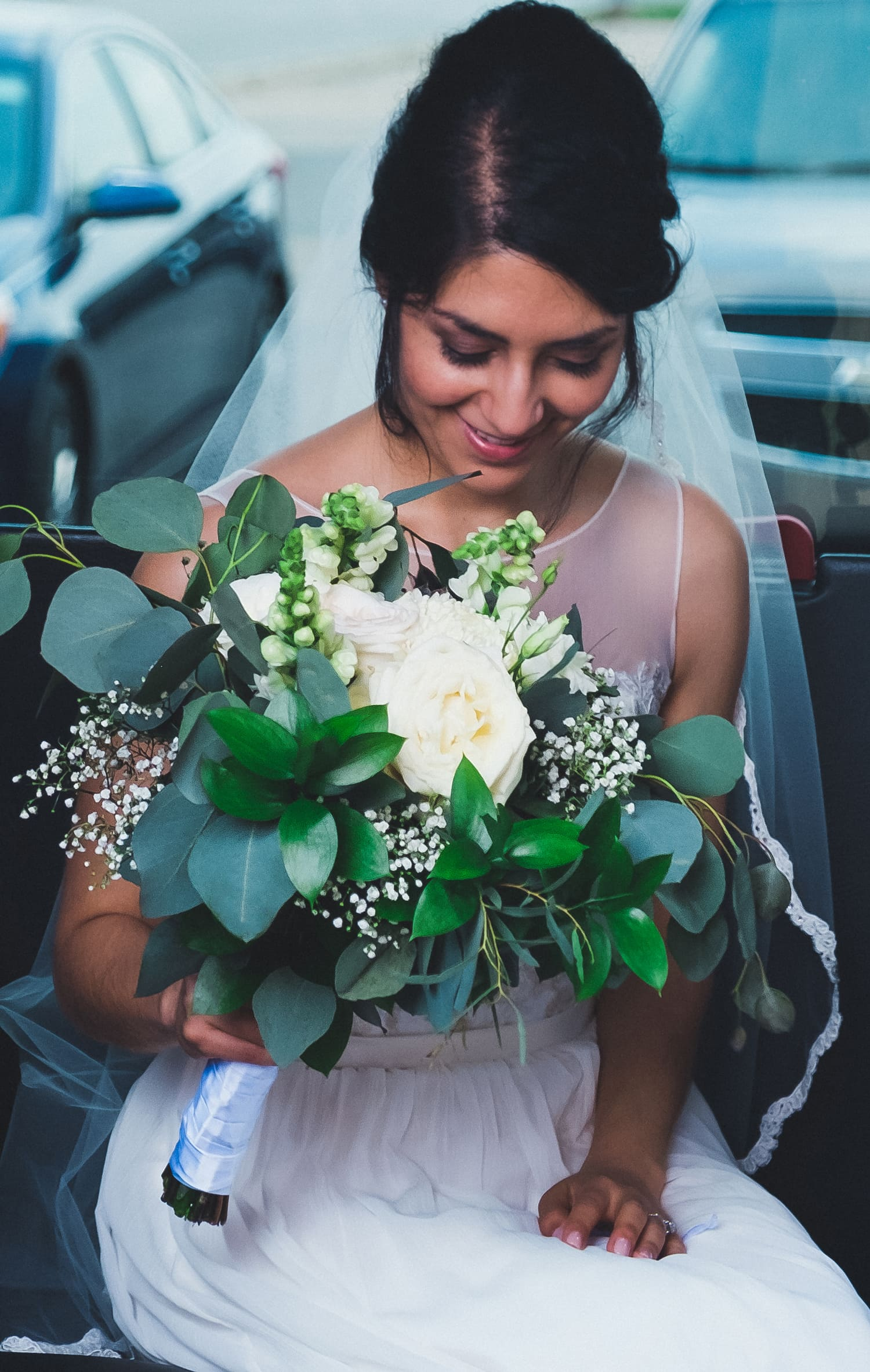 Isabel Orozco Moore holding fiftyflowers.com wedding bouquet. // Photo by Leia Smethurst