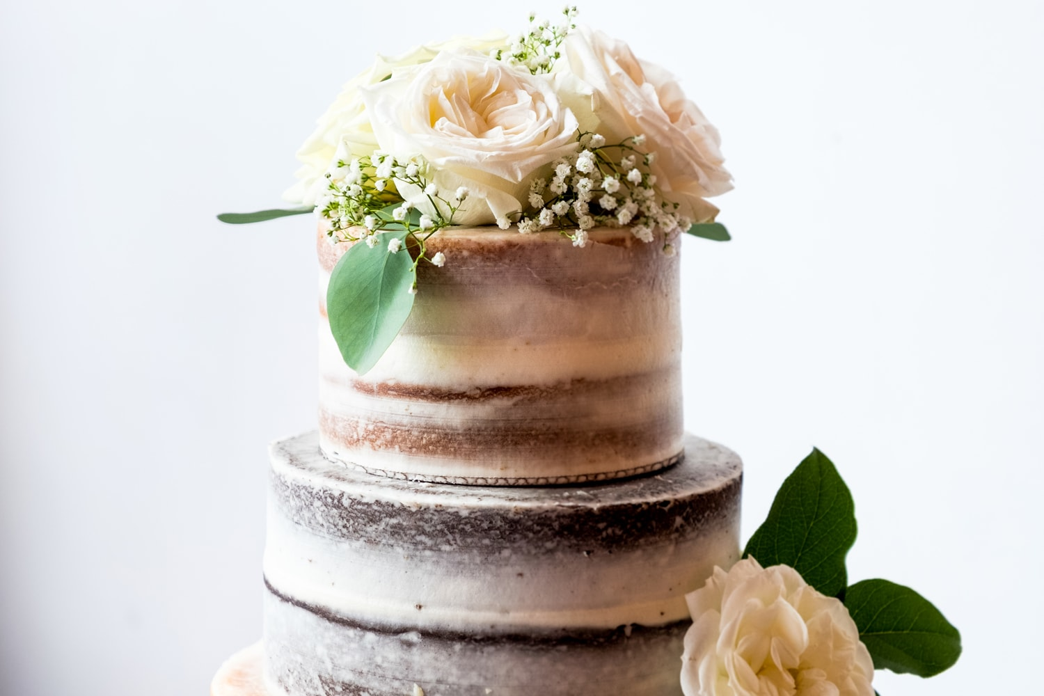 Stacie's Cake naked wedding cake at John Moore and Isabel Orozco Moore wedding at IAO Gallery in Oklahoma City // Photo by Leia Smethurst Photography