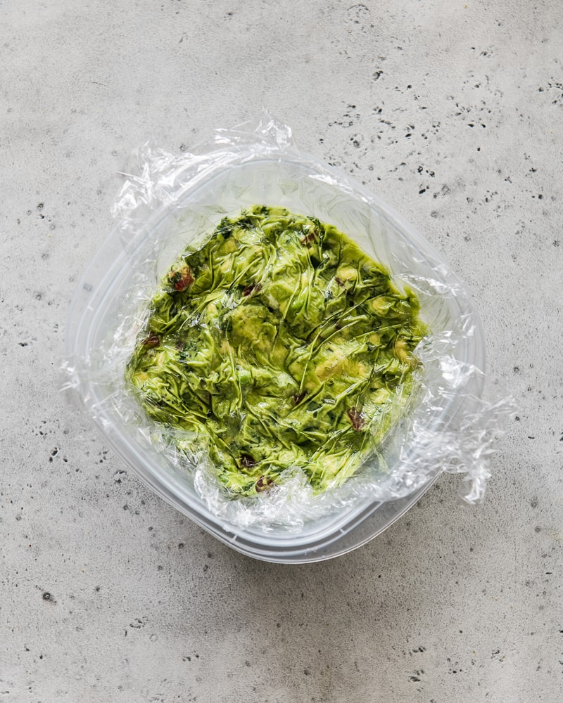 How to store guacamole to keep it from browning.